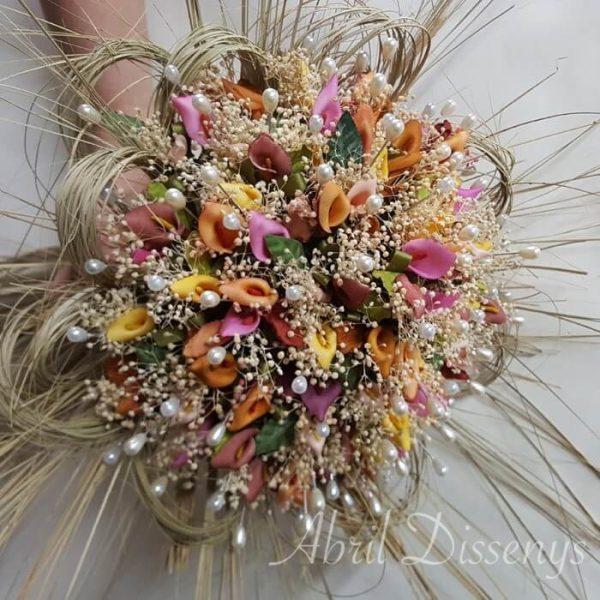 Ramo con 100 alfileres de calas y flor seca