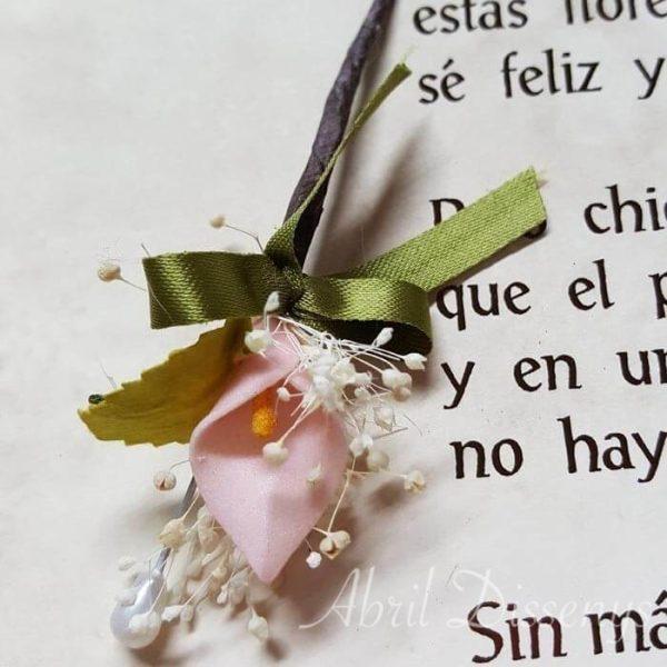Alfiler flor seca y cala rosa lazo personalizado