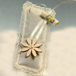 Cojín flor lavanda margaritas y perlas