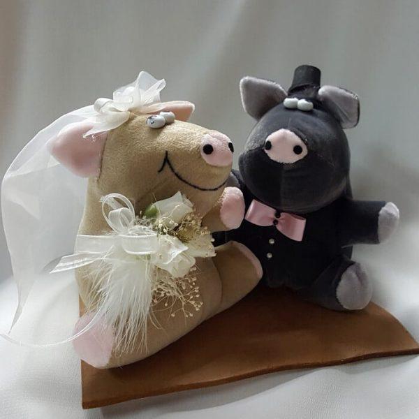 Novios cerditos base madera pastel boda personalizado