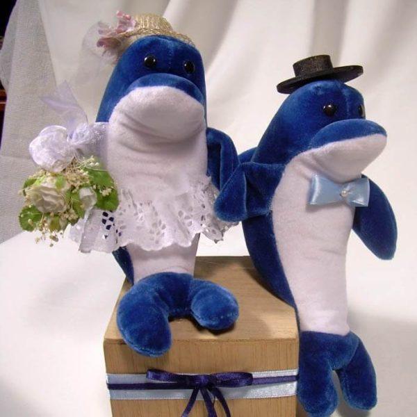 Novios delfines de peluche para pastel