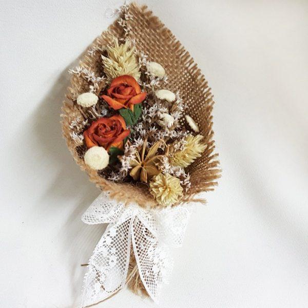 Bouquet de flor seca y de papel natural