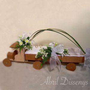 Camión porta alianzas y arras con flor natural