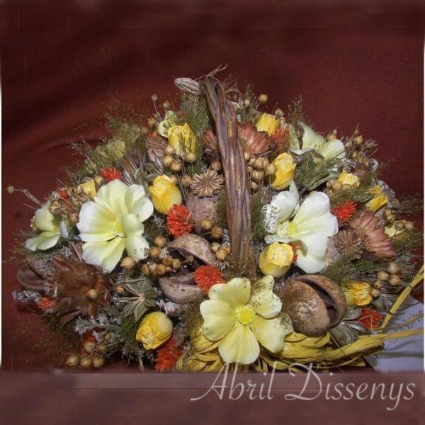 Cesta con flor seca y artificial