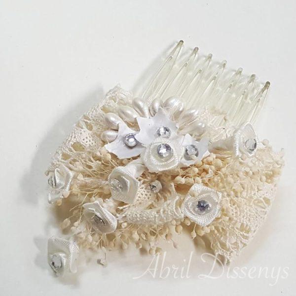 Peineta de flores pistilos y encaje de hilo