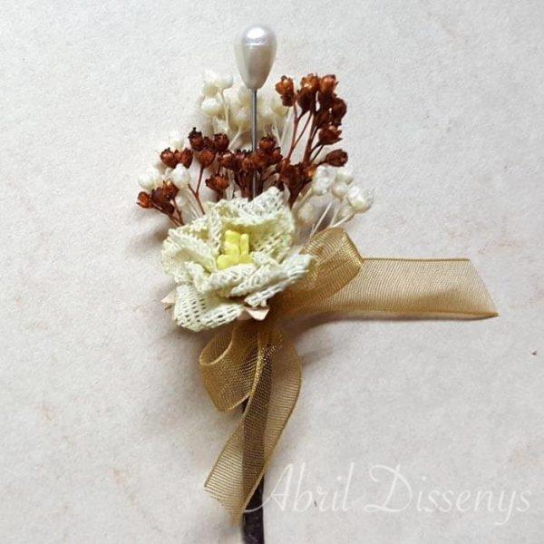 Alfiler de la novia flor seca y yute