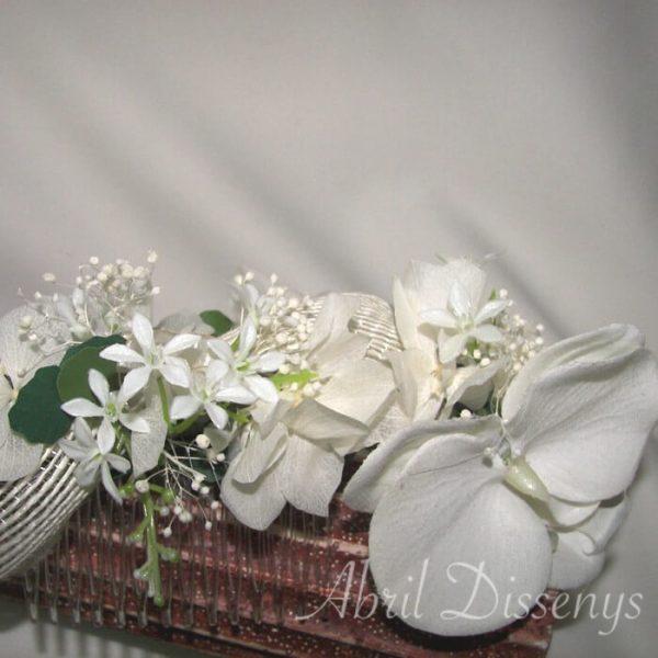 Tocado de orquídeas blancas