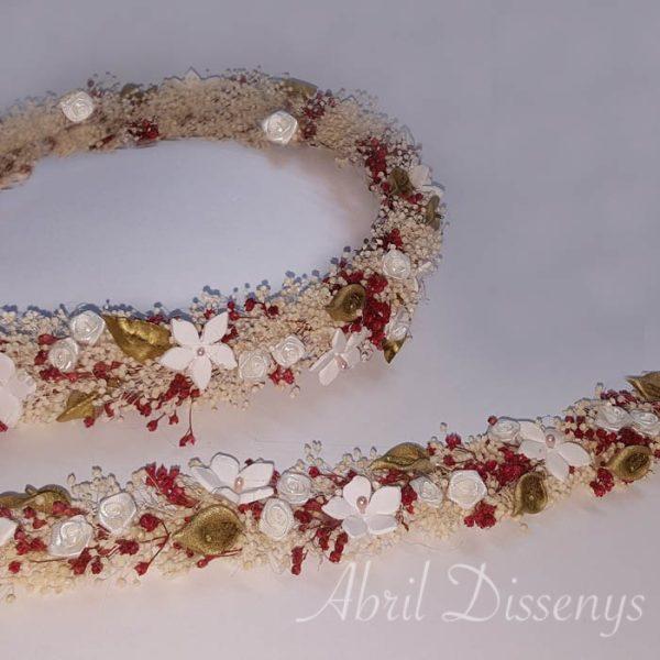 El Set de corona para el pelo y la cintura floral para las novias o para niñas de comunión