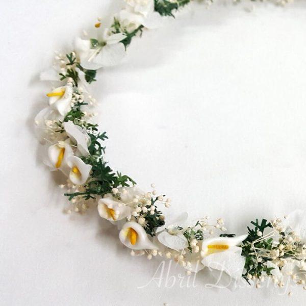 Corona de Calas blancas y Hojas Verdes que son la base de la Corona la Paniculata y las Hortensias