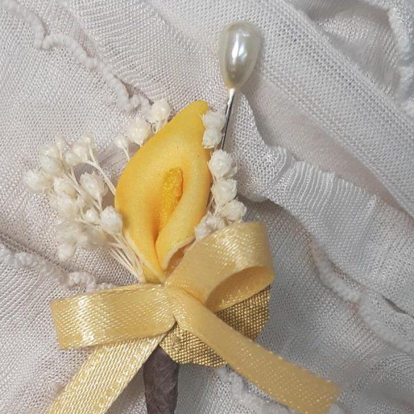 Alfiler flor seca y cala amarilla