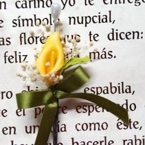 Alfiler flor seca y cala amarilla lazo personalizado