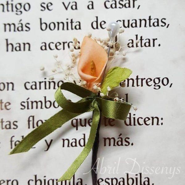 Alfiler flor seca y cala melocotón lazo personalizado
