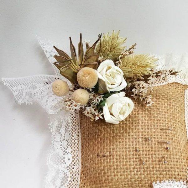 Alfiletero con flor seca y encaje Nature