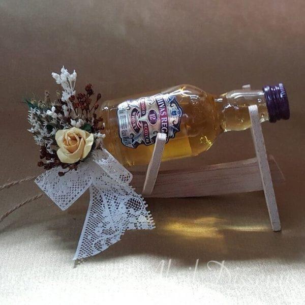 Whisky chivas con escanciador y flor seca