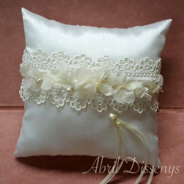 Cojín alianzas hortensia y perlas