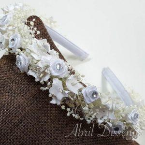 Diadema flores rositas y brillantes