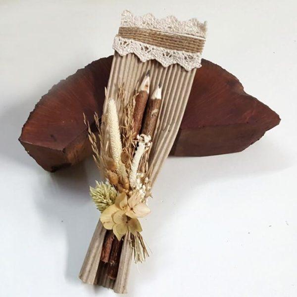 2 Lapices hecho a mano funda y flor seca arena