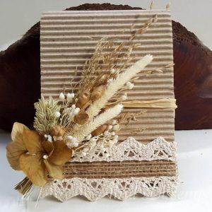 Blog notas lapiz con flor seca arena