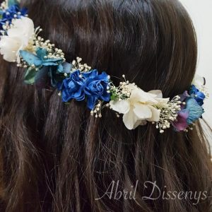 Corona flores secas y tela