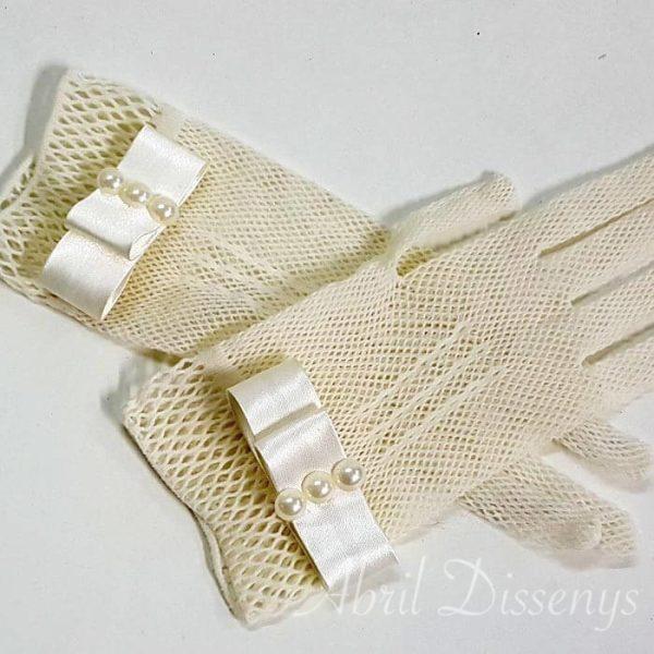 Guantes de Rejilla con Lazo de Satén y tres Perlas Elásticos color Blanco roto