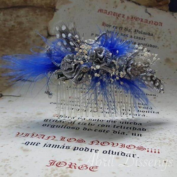 Peineta con Plumas Azules y Claveles de Plata