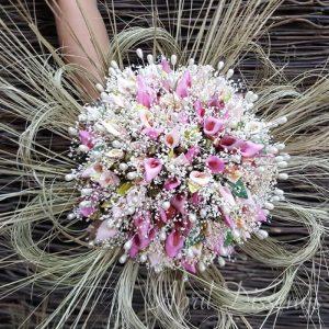 Ramo con 75 alfileres de calas y flor seca