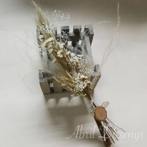 Solapa de flor seca con rodaja de Madera