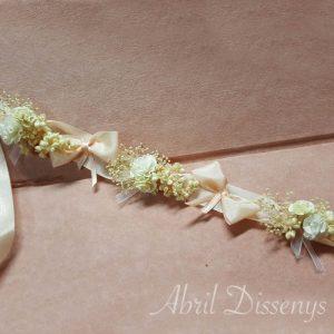 Cinta flores claveles y lazos