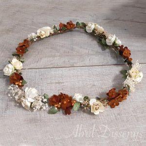 Corona de flores secas y miosotis de papel
