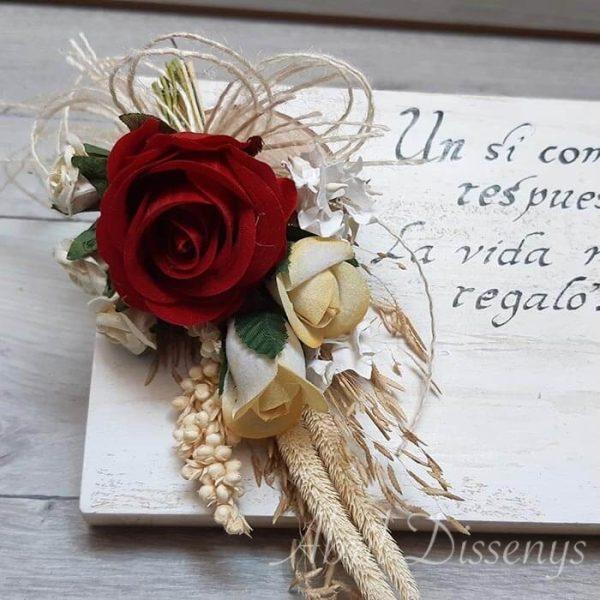 Atril blanco tiza personalizado y flores