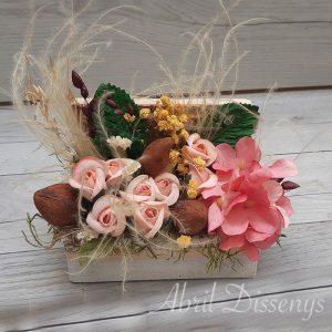 Caja de flores secas y rosas