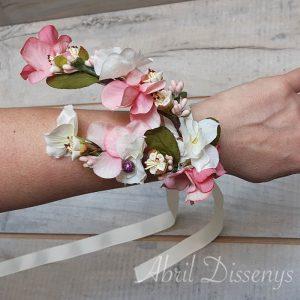 Pulsera de flores y fantasías