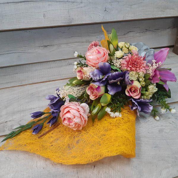 Ramos de flores secas y artificiales