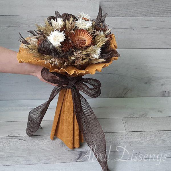 Bouquet de proteas y flor seca