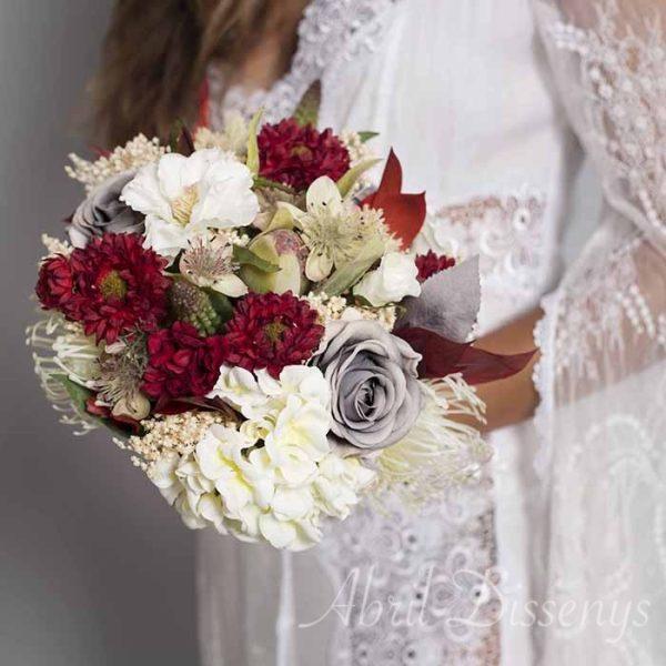 Ramo de novia y solapa novio cereza