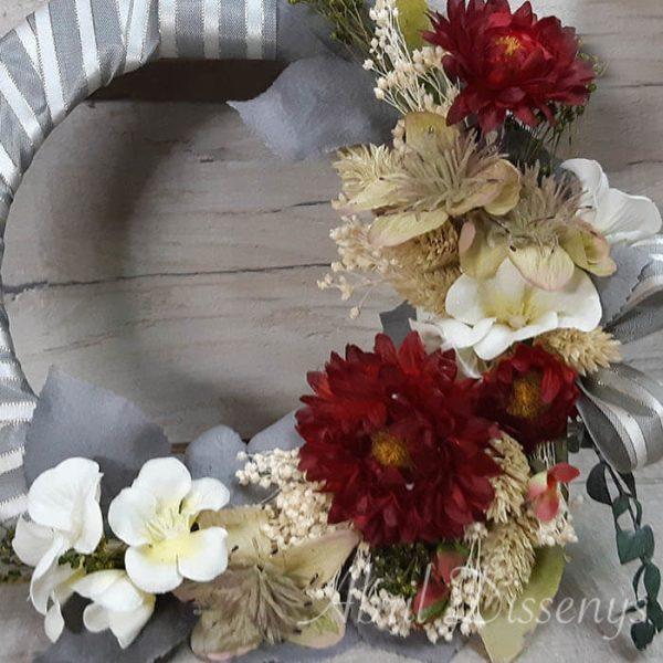 Aro con flores secas para decoración