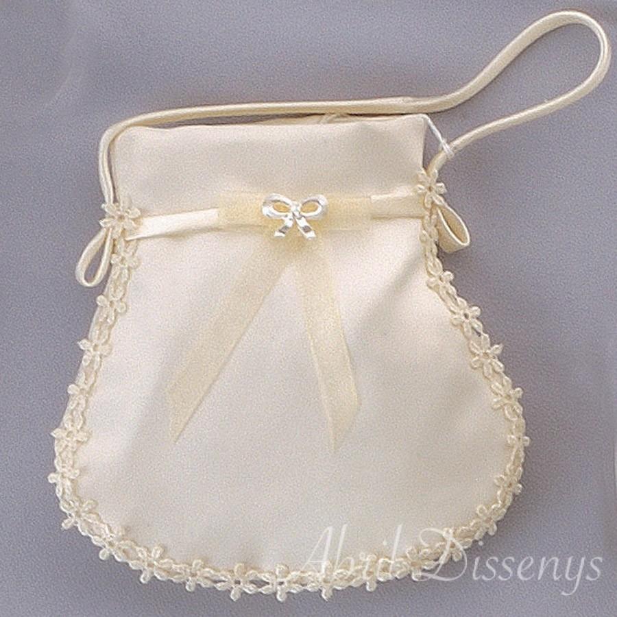 Bolso con margaritas de madera y perlas