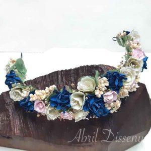 Tiara de flores color rosa,azul y beige
