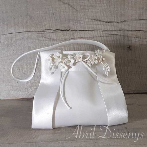 Las limosneras para las niñas de comunión decoradas con flores de porcelana