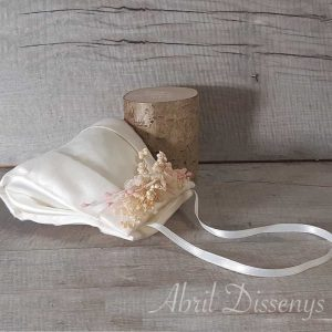 Bolsos para las niñas de comunión decorados con flores secas