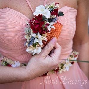 Tocado con peineta de flores secas y de tela
