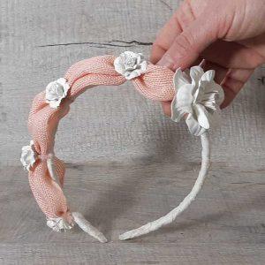Diadema con flor blanca colección nubes