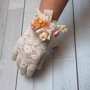 Guantes de encaje con pulsra de flores arlet