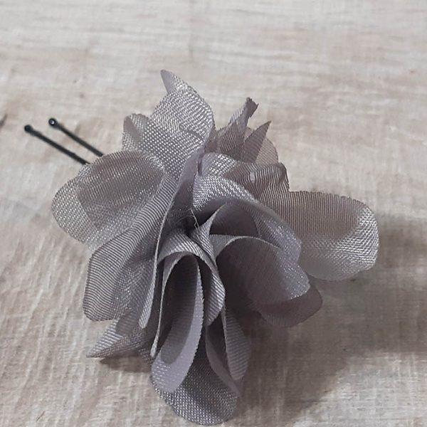 Horquillas de flores color gris
