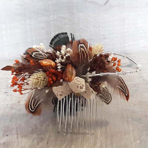 Tocado con flores de colores otoñales