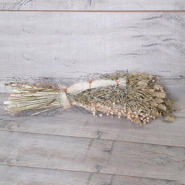Gavilla de flor seca con tela metálica