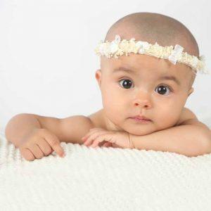 Corona de flores para bebe, con rosas y flores secas