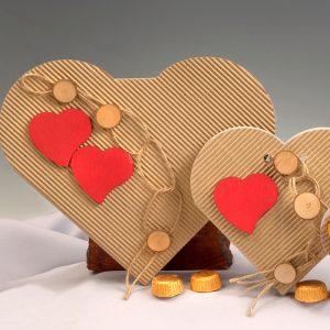 Cajas Cartón con Corazón Rojo