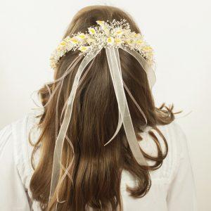 Una diadema para niñas de comunión, el adorno floral de paniculata y calas son el adorno por excelencia para niñas de arras y comunión.