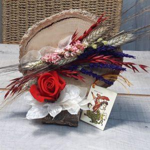 Rodaja de madera con decoración sant-jordi-con-rosas y espigas